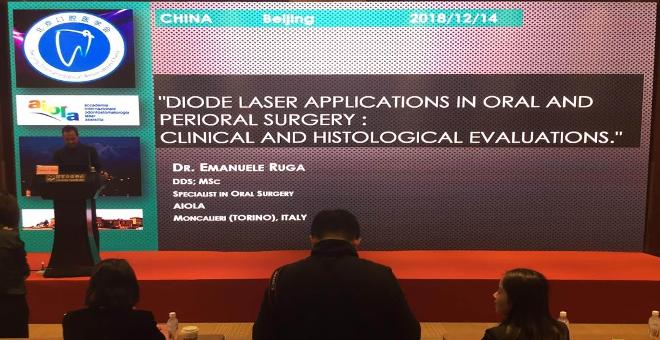 National Convention Center, Pechino Dicembre 2018 . Dott. Emanuele Ruga (AIOLA) . Relazione sulle applicazioni del laser a diodi in chirurgia orale al congresso internazionale della Beijing Stomatological Association.